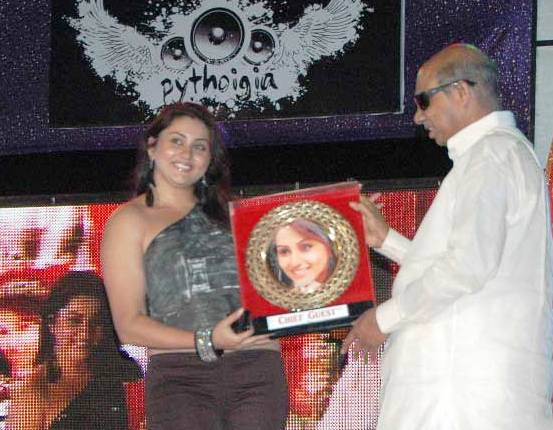 namitha_The_Most_Lovable_Lady_Of_Tamil_Nadu_02 (1)